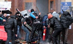 Pro-Russian activists clash with Maidan supporters in Kharkiv on 1 March 2014